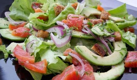 Салат из форели соленой