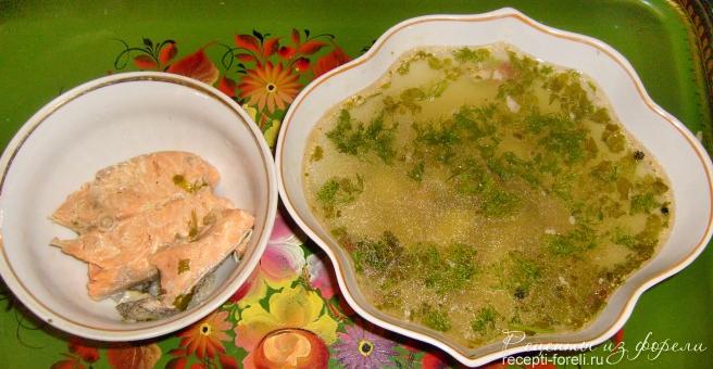 Рыбный суп из форели с картофелем.