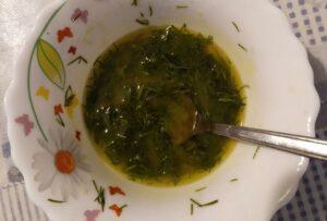 Салат с копченой форелью и рисом